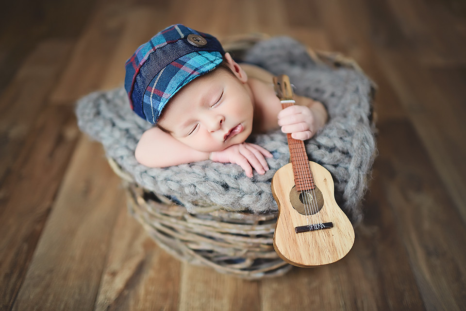 Blog IpsisPro violao Ideias para ensaio newborn | Conheça fontes de inspiração para fazer fotos mais originais