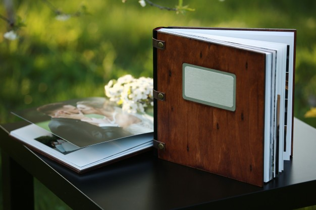 Blog IpsisPro photobook-de-madeira-sobre-a-mesa-lugar-para-a-inscricao_95401-101 O comportamento que frustra o fotógrafo