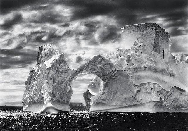 Blog IpsisPro Sebastião-Salgado-Iceberg-Between-the-Paulet-Island-and-the-Shetland-Islands-Antarctica-2005 Sebastião Salgado [Grandes Nomes da Fotografia]
