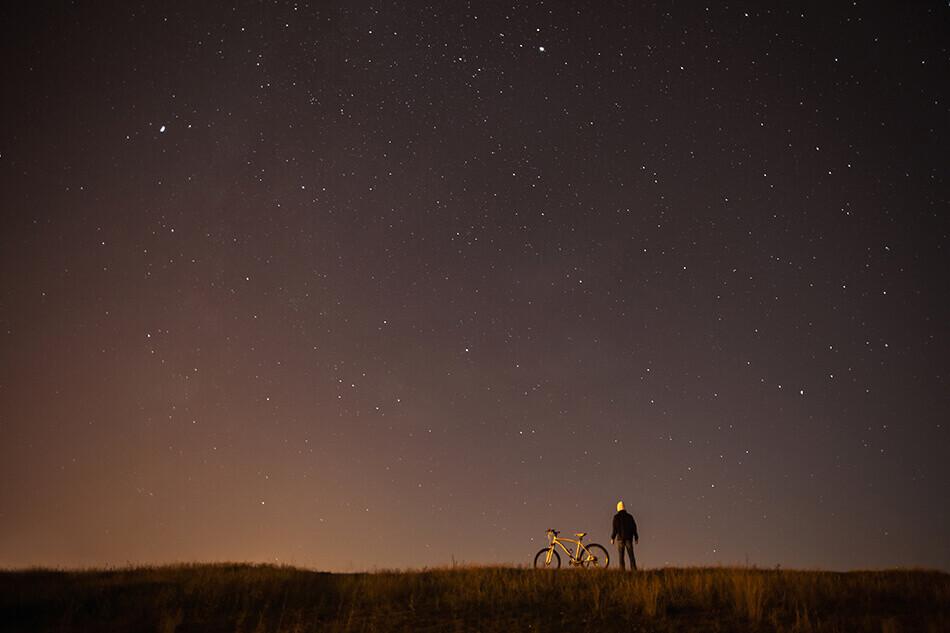 Blog IpsisPro Paisagem-de-noite-estrelada Astrofotografia - Referências mundiais liberam workshop grátis no Youtube
